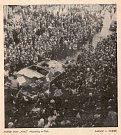 Obyvatelé okresu vítají spojence. Foto Průboj, srpen 1968