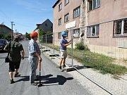 V Pivovarské ulici ve Štětí začali s bouráním opuštěné ubytovny
