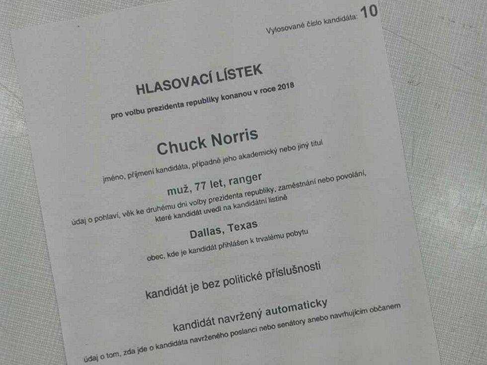 V Lovosicích se v urně objevil i Chuck Norris.