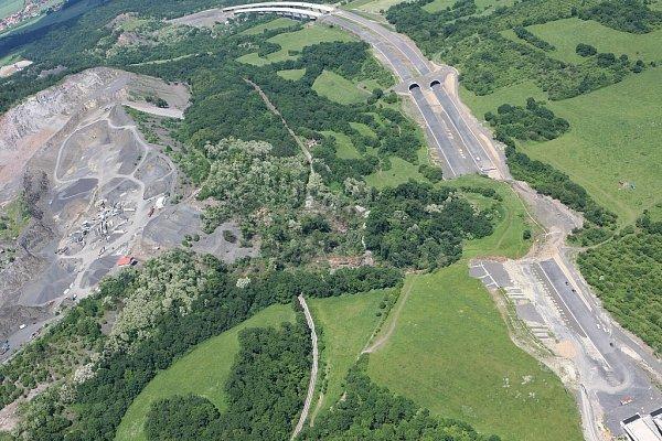 Sesuv půdy na stavbě dálnice D8