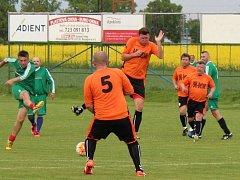 Fotbalistům starých gard pokračují soutěže.