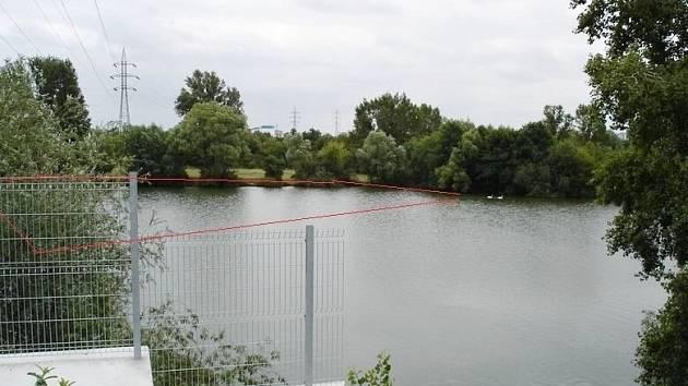 Dva pozemky pod hladinou Píšťanského jezera u Lovosic byly předmětem elektronické dražby