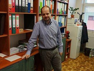 Ředitel školy Jiří Konvalinka.