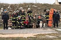 Hasiči z Libochovic cvičili na závody záchranářských psů