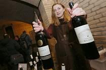 Košt vín ve sklepeních Pfannschmidtovy vily.