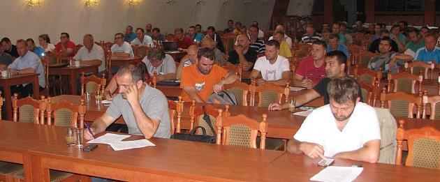 Při úterním losovacím aktivu SKT OFS Litoměřice se účastníci mj. dozvěděli, na které  soupeře vnovém ročníku mistrovských soutěží narazí.