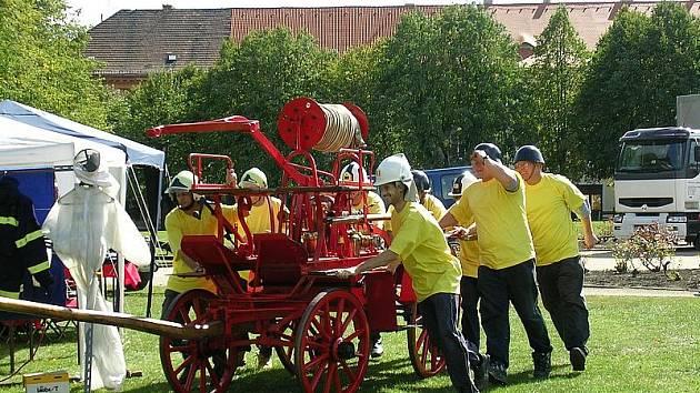 Terezínští dobrovolní hasiči.