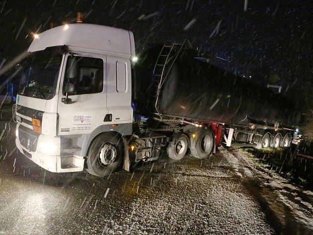 Nehoda kamionu v Jenčicích