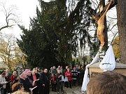 Na litoměřickém hřbitově proběhla v den Památky zesnulých pobožnost s účastí litoměřického biskupa Jana Baxanta.
