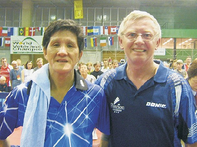 ÚSPĚCH. Miloš Matějíček (vpravo) si po výhře s Ling Sikem zajistil medailové umístění.