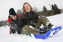 Děti v Litoměřicích si užívají zimních radovánek.