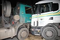 Nehoda dvou kamionů u Čížkovic.