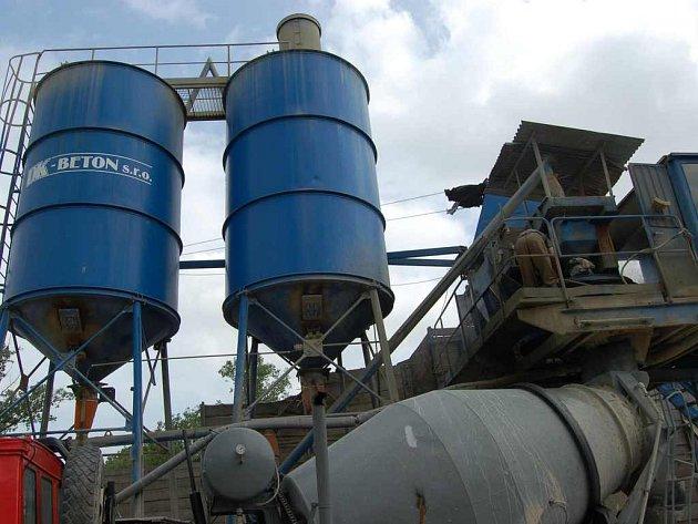 Pozemek betonárny na Střeleckém ostrově  navrhli zastupitelé prodat majiteli.