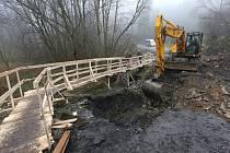 Stavební firma, která rekonstrukce provádí, využívá k pracím příznivého počasí.