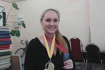 DO REDAKCE LtD přinesla Veronika ukázat obě medaile ze šampionátů.