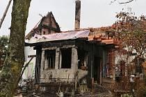 Nad spáleništěm je Michalu Fišerovi smutno, ale nevzdává to, optimismus mu dodává nezištná pomoc mladých lidí a solidarita podnikatelů.