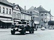 Rok 1968 v Litoměřicích, pohled na okupační vojsko u Tyršova mostu