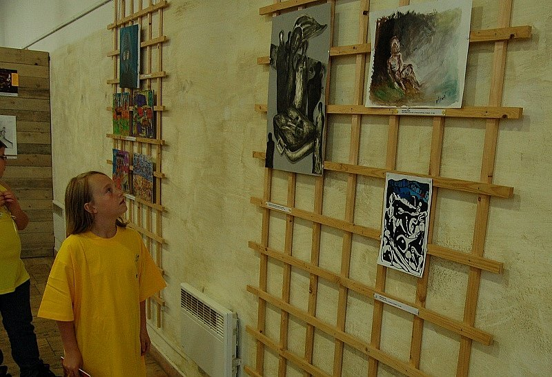 JÁ A VÁLKA byl námět 15. ročníku literární a 13. ročníku výtvarné soutěže určené žákům základních a studentům středních škol.