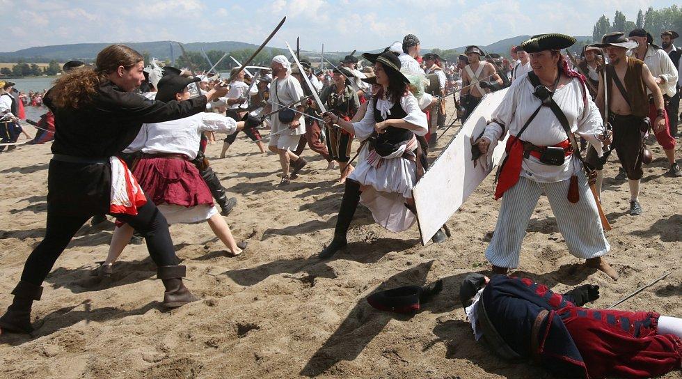 Piráti dobývají jezero Chmelař