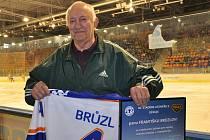 Vedení HC Litoměřice ocenilo nestora litoměřického hokeje, 82letého Františka Bruzla.