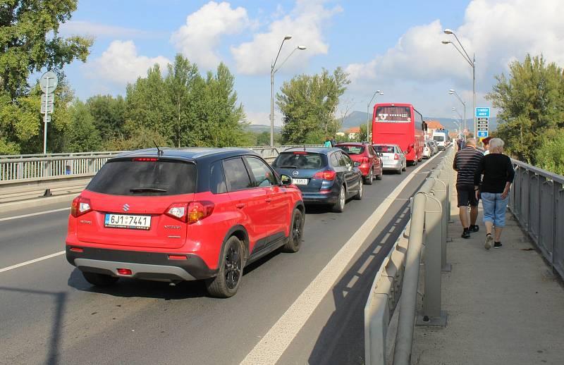 Řidiče čekají při cestě do Litoměřic kvůli veletrhu Zahrada Čech tradiční dopravní komplikace