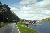 NOVÁ PŘÍSTAVIŠTĚ na dolním Labi mají společný vizuální styl. Autorem jejich podoby je architekt a urbanista Patrik Kotas. Vizualizace přístaviště v Roudnici - Bezděkově.