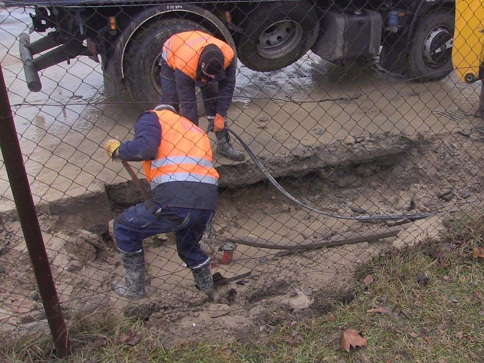 Havárie vody v Roudnici omezila provoz i ve škole