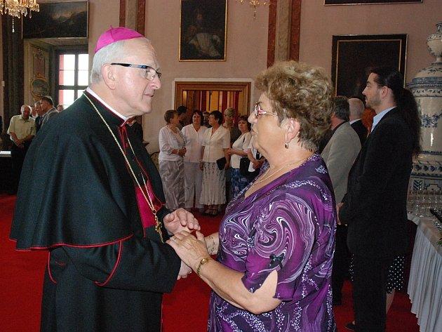 Biskup přijal ve své rezidenci i starostku Terezína Růženu Čechovou.