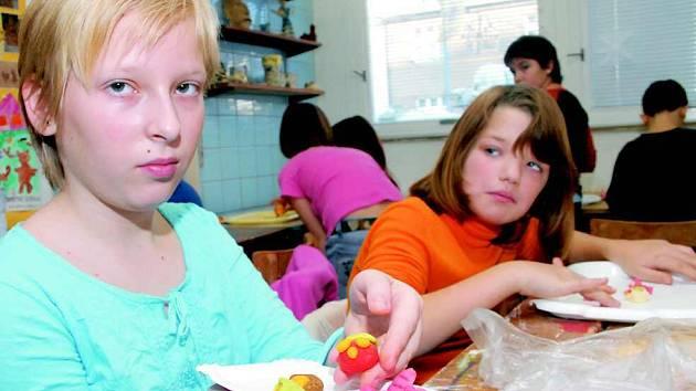 Pro děti z litoměřického Rozmarýnu se stal modelovací hmotou i marcipán.