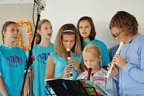 Školáci si pod vedením pedagogů připravili kulturní vystoupení.