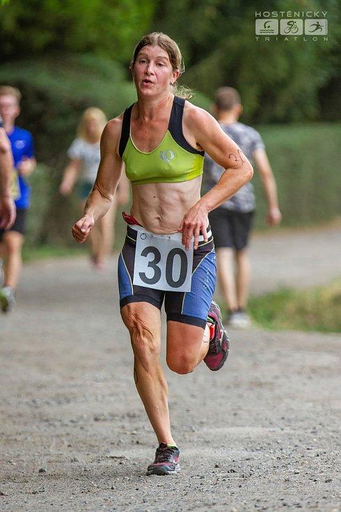 SOLAP KRÁL STŘEDOHOŘÍ pokračuje triatlonem v Hoštěnicích. Na snímku Petra Hendrychová.