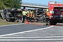 Na dálnici havarovala cisterna.