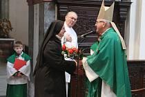 Mše svatá v klášterním kostele Narození Panny Marie v Doksanech s účastí biskupa Jana Baxanta.