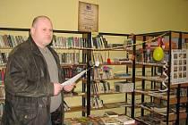 Starosta obce Vrbice Vetlá Vlastimil Mikl je pyšný na novou knihovnu v místní části Vetlá, ale nejvíc si cení, že je na dvě odpoledne v týdnu naplněna aktivitami pro mládež i dospělé.