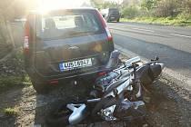 K vážné dopravní nehodě došlo v sobotu odpoledne v obci Jenčice na Lovosicku.