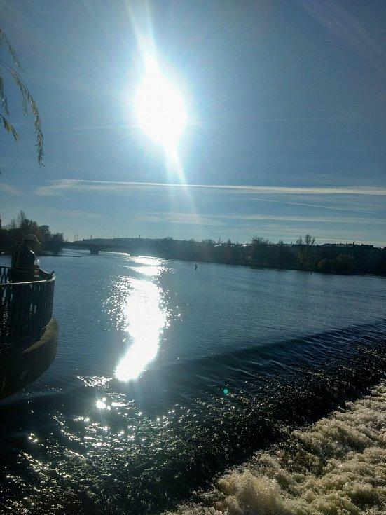 Slunce nad Vltavou.