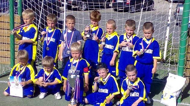 NEJLEPŠÍ. Vítězem letošního ročníku Anger Cupu v Proboštově se stali mladí fotbalisté FK Litoměřice. Ti mohli slavit po finále, ve kterém zdolali Slavii Praha.