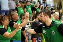 Házenkářské semifinále číslo 2 mezi Karvinou (v zeleném) a Lovosicemi zvládli opět lépe baníkovci, kteří vedou v sérii 2:0 na zápasy.