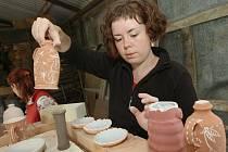 Bývalá keramická dílna akademického malíře Zdislava Hercíka se v uplynulém týdnu stala místem 2. setkání keramiků, proti loňsku získalo punc mezinárodní.