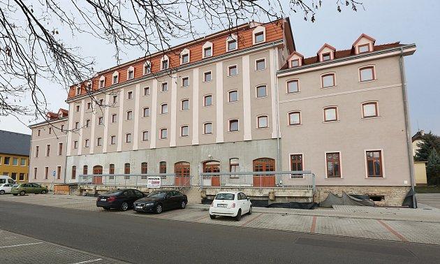 Zrekonstruovaný dům, který kdysi patřil firmě Oseva, je v dražbě.