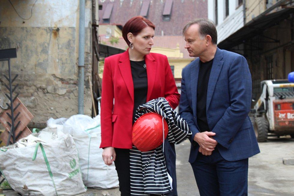Na prohlídku části litoměřického pivovaru obnovovaného s dotací vládního programu Restart pozvala radnice média.