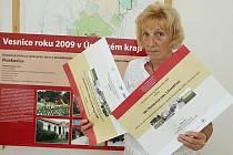 Nejúspěšnější byly Ploskovice, které získaly Oranžovou stuhu  za spolupráci obce a zemědělského subjektu a ještě diplom Za vzorné vedení obecní knihovny (na snímku starostka Ploskovic Věra Petrů).