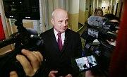 Prezidentský kandidát Michal Horáček odevzdal svůj hlas v pátek odpoledne v Roudnici nad Labem, kde bydlí