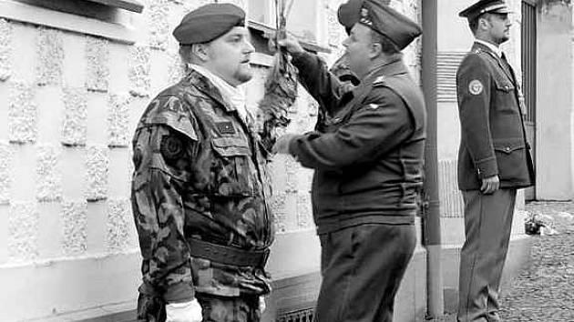 U příležitosti výročí 28. října uctili památku Eduarda Šimona také zástupci Armády ČR.
