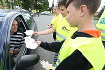 Děti rozdávaly řidičům podle přestupků buď mráček nebo hvězdičku.
