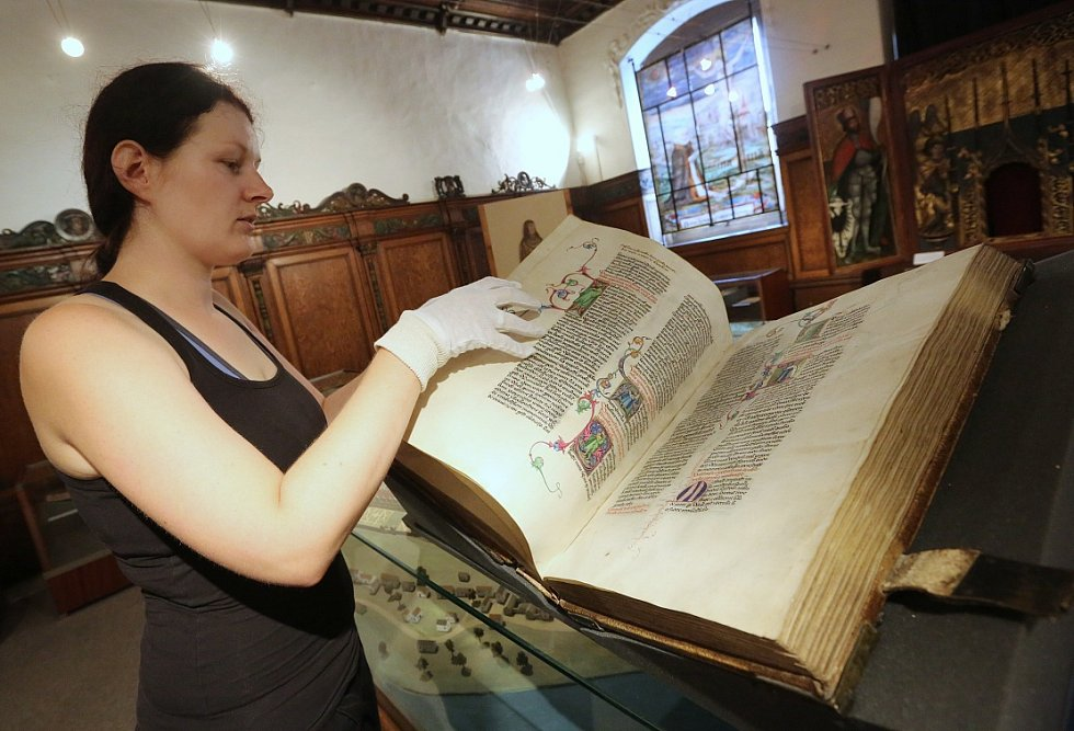 Muzeum ukáže unikátní bibli, jež zažila Husa