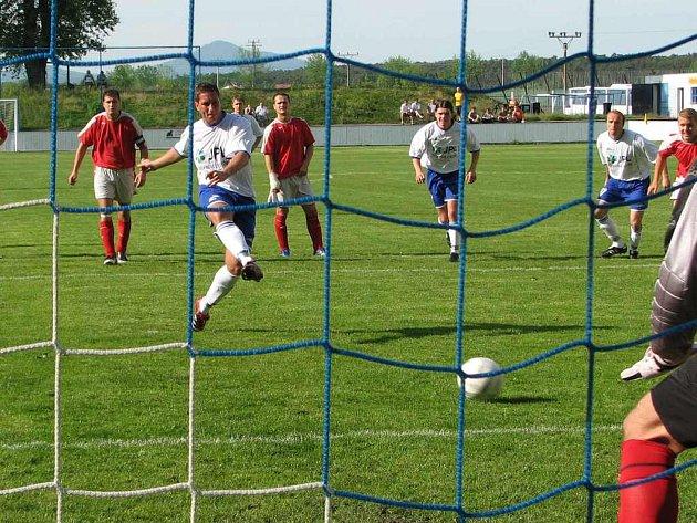 Roudnice se dostala do vedení v 7. minutě gólem Brožíka z penalty
