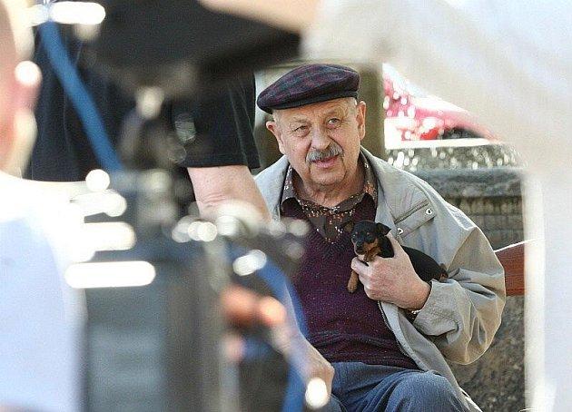Natáčení v Litoměřicích se zúčastnil i známý herec Oldřich Vlach.