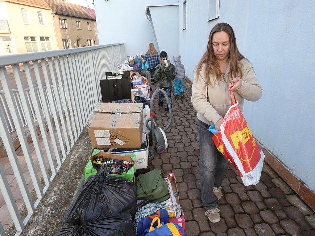 Majitel bytu vystěhoval ženu se čtyřmi dětmi na ulici