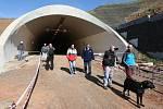 Turistický pochod dálničními tunely